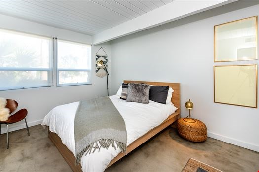 Laurel Modern Vacation Rentals  - 16